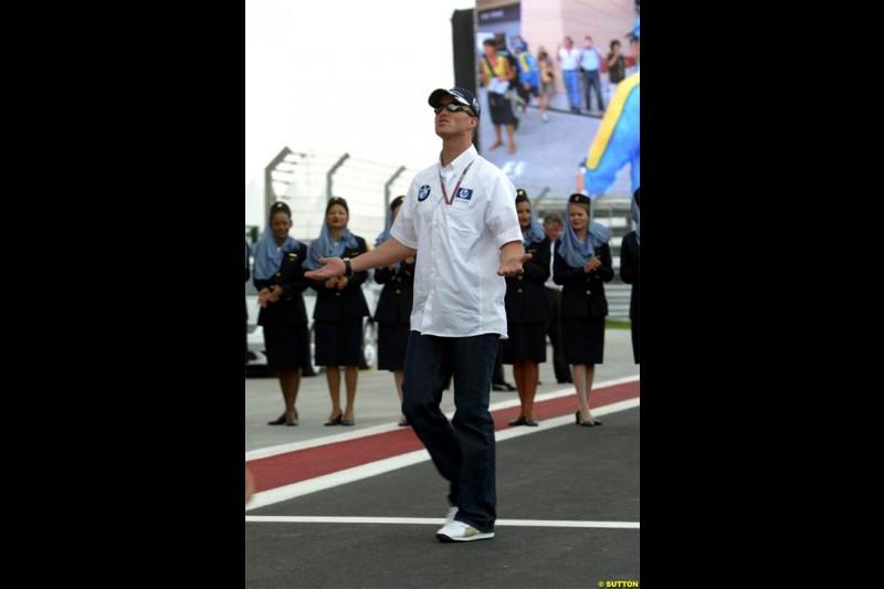 Ralf Schumacher, Williams. Race Day for the Bahrain Grand Prix. Bahrain International Circuit, April 4th 2004.