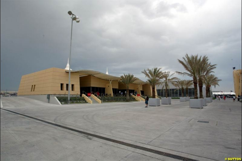 Clowds form. Race Day for the Bahrain Grand Prix. Bahrain International Circuit, April 4th 2004.