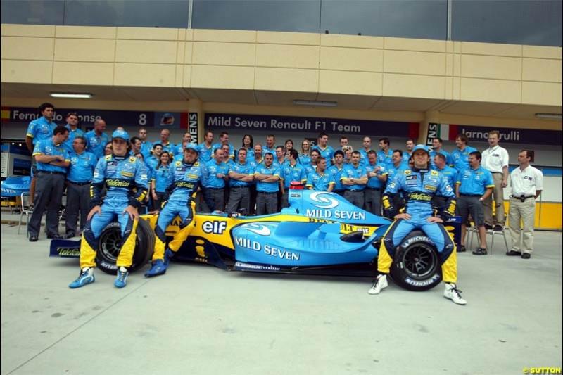 Renault Photoshoot. Race Day for the Bahrain Grand Prix. Bahrain International Circuit, April 4th 2004.
