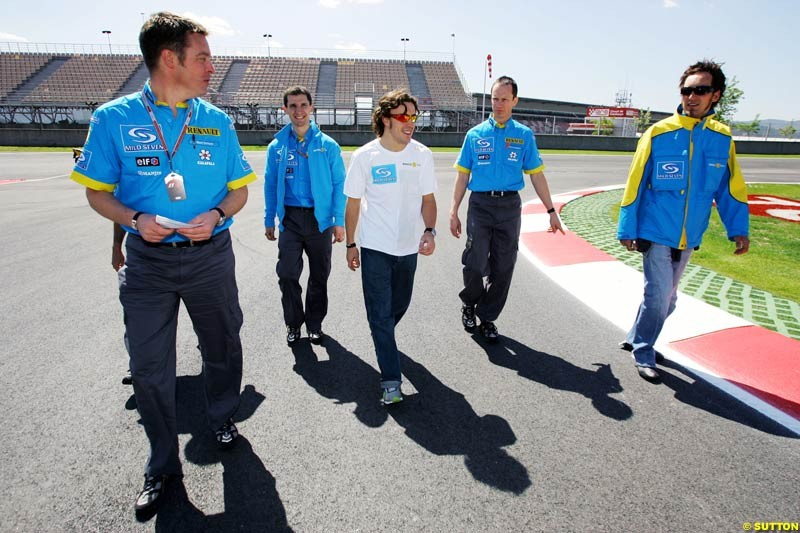 Fernando Alonso, Franck Montagny, and Renault engineers walk the circuit; May 6th, 2004.