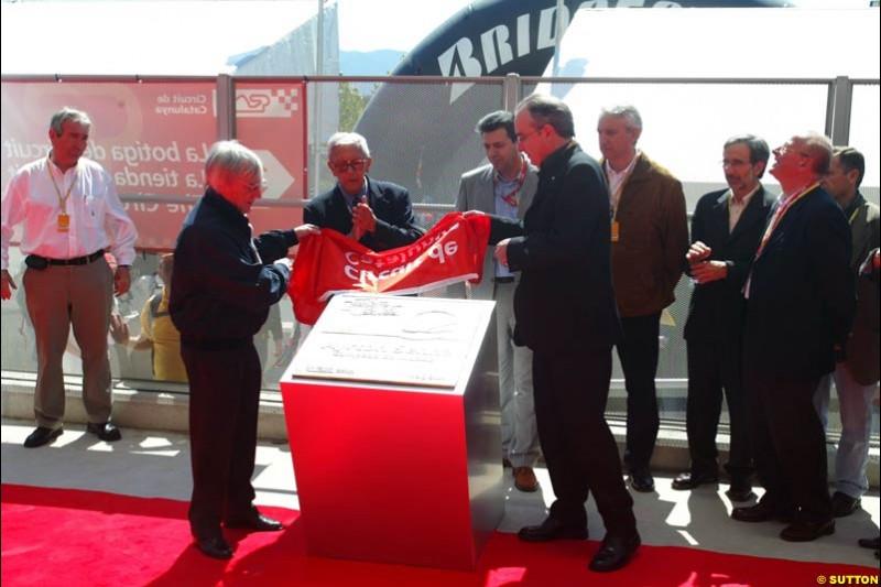 Bernie Ecclestone unveils a plaque dedicated to Ayrton Senna, Spanish GP, Saturday May 8th, 2004.
