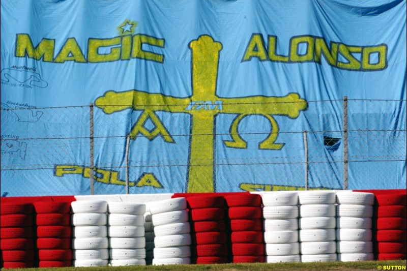 Support for Fernando Alonso, Spanish GP, Saturday May 8th, 2004.