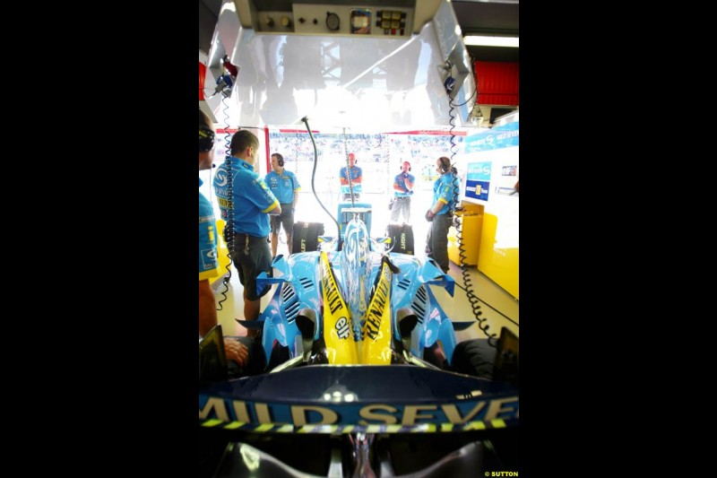Renault, Spanish GP, Saturday May 8th, 2004.