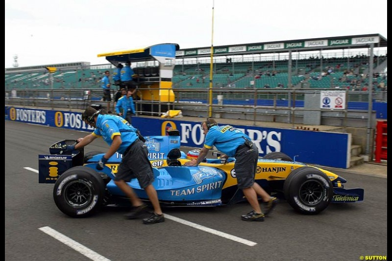 Fernando Alonso, Renault, Silverstone Testing, Thursday June 3rd, 2004.