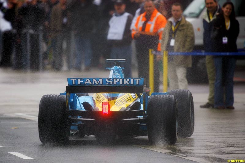Fernando Alonso, Renault, Silverstone Testing, Tuesday June 1st, 2004.