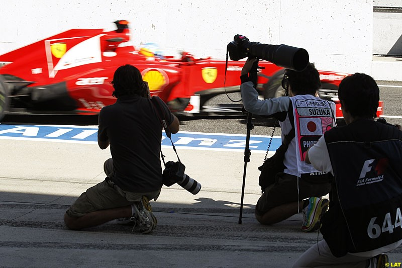 Photographers at work, Practice, Formula One World Championship, Round 15, Japanese Grand Prix, Suzuka Circuit, Mie Prefecture, Japan. Friday 5 October 2012.