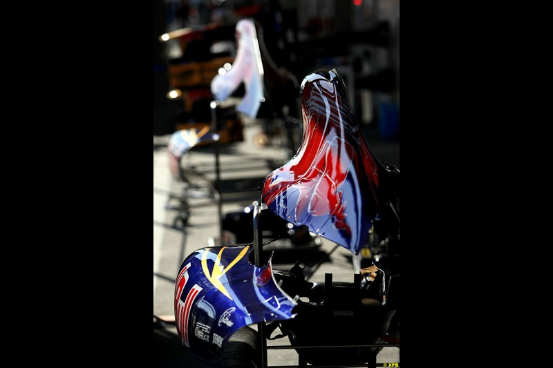 Toro Rosso bodywork detail, Practice, Formula One World Championship, Round 15, Japanese Grand Prix, Suzuka Circuit, Mie Prefecture, Japan. Friday 5 October 2012.