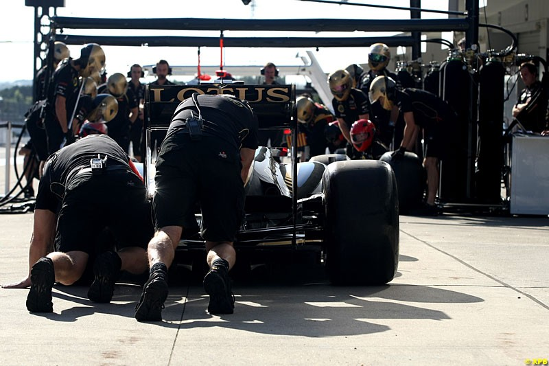 Lotus F1 practice pitstops, Practice, Formula One World Championship, Round 15, Japanese Grand Prix, Suzuka Circuit, Mie Prefecture, Japan. Friday 5 October 2012.