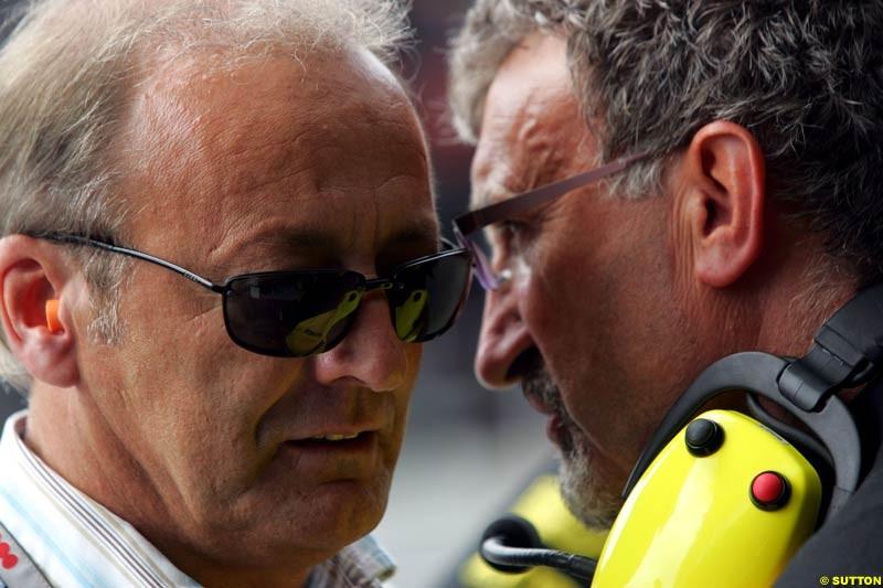 Eddie Jordan and the manager of Nick Heidfeld, German GP, Saturday July 24th, 2004.