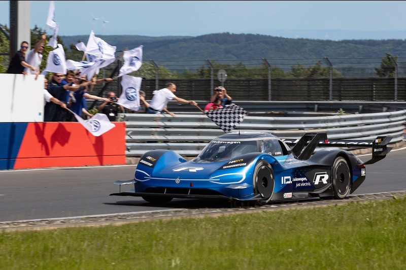 The moment the Volkswagen ID.R broke the electric record with a 6m05.336s lap