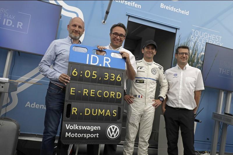 Florian Urbitsch, Sven Smeets, Romain Dumas and Sven Smeets celebrate their new record