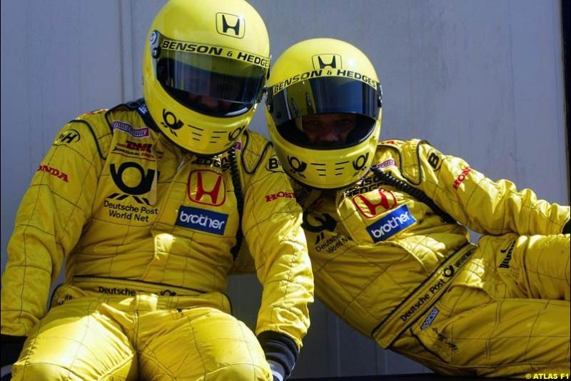 Jordan mechanics, 2002 Formula One Testing, Silverstone, England. 16-18 April 2002.
