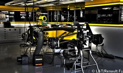 Un vendredi soir dans le garage de renault f1 for Renault service garage