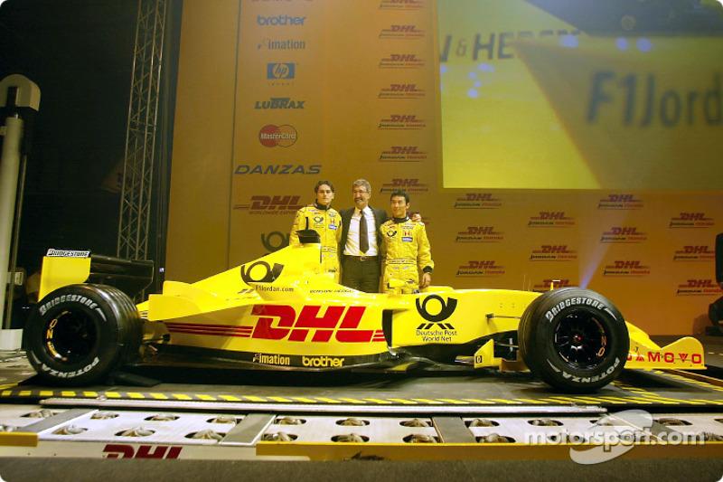 Giancarlo Fisichella, Eddie Jordan ve Takuma Sato presenting yeni Jordan Honda EJ12