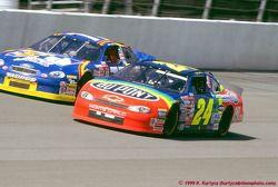 Jeff Gordon, Hendrick Motorsports, Chevrolet Monte Carlo, Robert Pressley, Jasper Motorsports, Ford Taurus