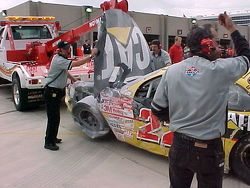Unfallauto von Ward Burton, Bill Davis Racing, Pontiac Grand Prix