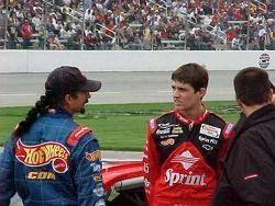 Kyle et Adam Petty en conversation avant la première tentative de qualification d'Adam