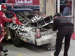 El #87 Cellularone accidentado visto desde atrás