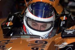 Gaston Mazzacane probándose con Arrows