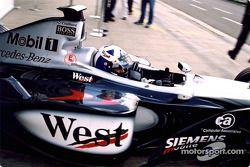 David Coulthard en los pits