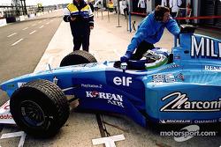 Giancarlo Fisichella en los pits