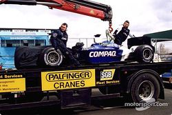 La Williams de Ralf Schumacher sur la dépanneuse
