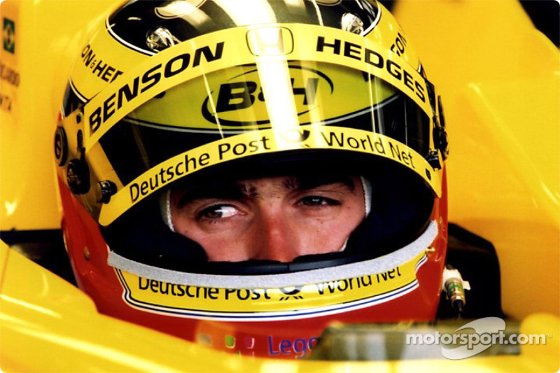 Ricardo Zonta na garagem