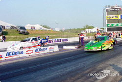Bob Newberry takes the win from Mark Thomas by a hole shot at the light in the funny car final