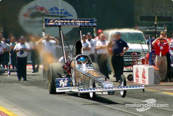 Mike Dunn came into the race leading the top fuel field, however with a poor showing Dunn left the r