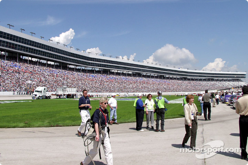 110,000 people for a Busch Race!