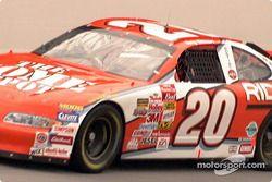 El auto de Tony Stewart en la pista