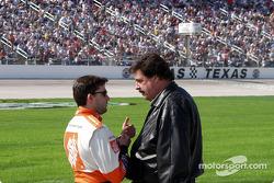 Mike Helton et Tony Stewart discutent !?