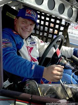Jimmy Spencer clasificó en quinto sitio para la carrera del sábado bajo las luces de Richmond