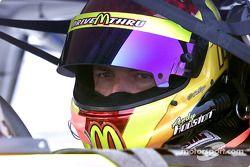 Andy Houston assis dans sa voiture et attend les essais de samedi