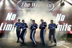 El equipo de Mark Martins es presentado a los aficionados previo al inicio de The winston