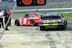 Bill Elliott y Ryan Newman in pitlane
