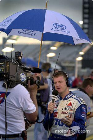 Jeff Burton en interview en attendant que la pluie cesse avant les qualifications