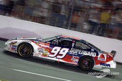 El ganador de la carrera, Jeff Burton