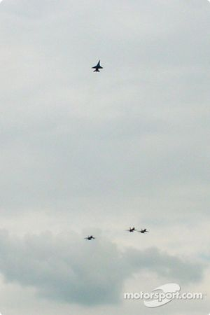 La Guardia Nacional de Delaware vuela en formación Hombre Perdido como tributo a Dale Earnhardt