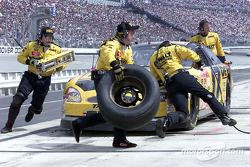 Matt Kenseth takes four tires and fuel