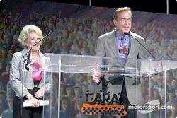 Betty Rutherford y el doctor Steve Olvey
