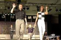 Buddy Lazier con su esposa Kara y su hijo Flinn