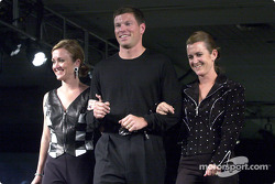 Scott Sharp, sa femme Kim et sa sœur jumelle