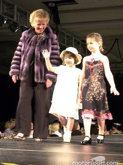 Mary Lou Bogner et sa petite-fille Kelsey et Arden Beaudry
