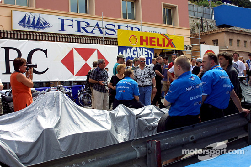 Teams waiting for technical inspection on Friday morning