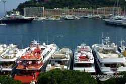 Yates de lujo en el puerto de Mónaco