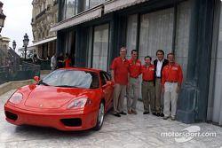 Signature de l'accord entre Ferrari et Vodafone : Chris Gent, Michael Shcumacher, Jean Todt, Luca di Montezemolo et Rubens Barrichello