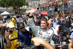 David Coulthard celebrando su pole position