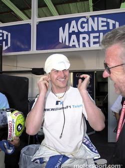 Ralf Schumacher y su manager, Wily Webber, antes de la carrera