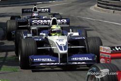 Ralf Schumacher et Juan Pablo Montoya chassent Rubens Barrichello